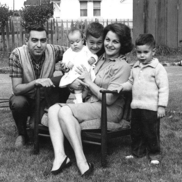 Roshan and her parents, Abolfath and Mahvash Ardalan and siblings Faroukh and Babak Ardalan